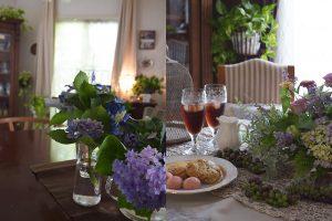 季節を飾るテーブルアレンジ。5月はジニア。6月は紫陽花。